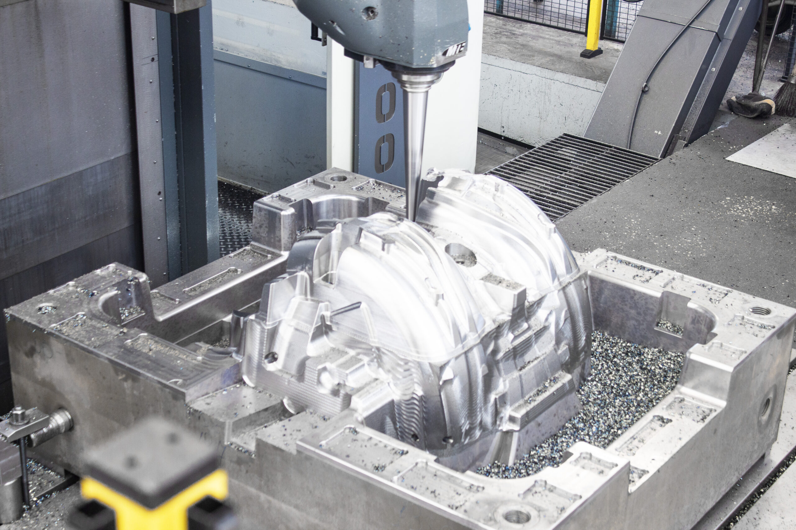 Wheel arch mould in CNC MTE FBF M 4000 milling machine scaled