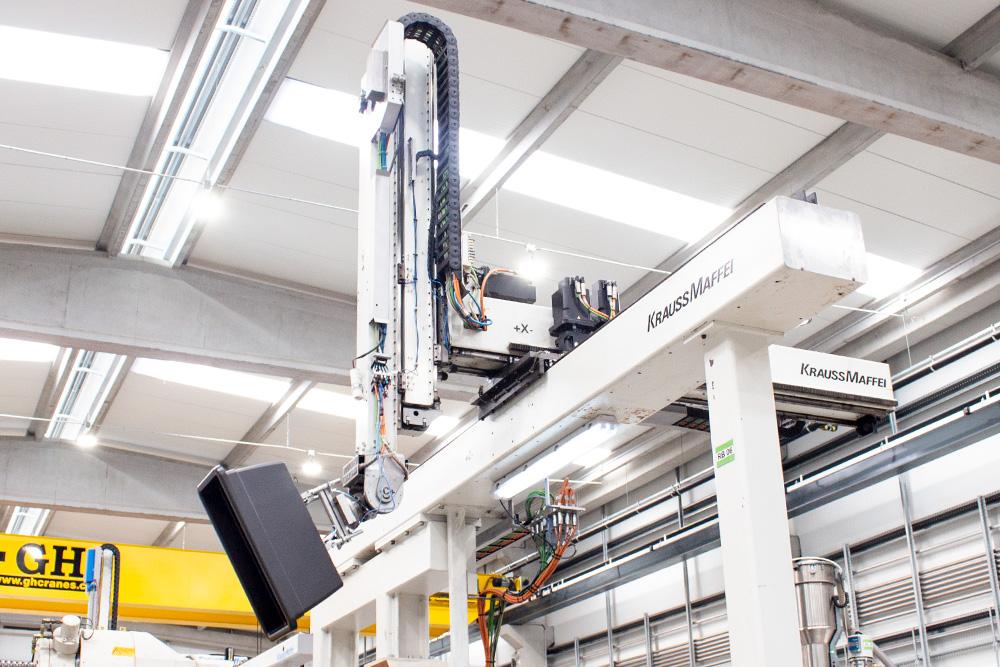 artvasi plastic vase suspended in air by krauss maffei injection machine robot