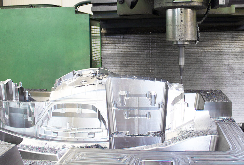 mold in milling machine at MOLDIT Industries